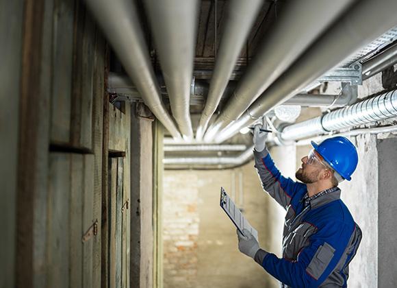 A importância da limpeza, impermeabilização e os problemas de infiltração em caixa d'água